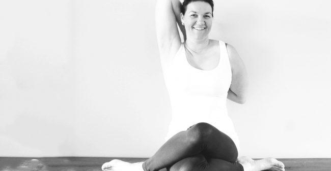 Hoe yoga hoofdpijn kan aanpakken