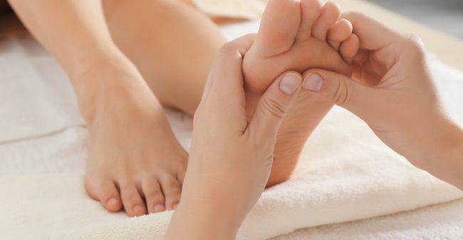 Rugklachten aanpakken via de voeten