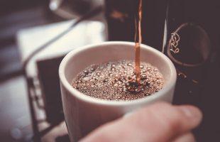 Waarom koffie drinken op het werk goed voor je is